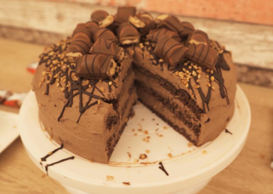 ᐅ Kinder Bueno Torte Zum selber machen + Video
